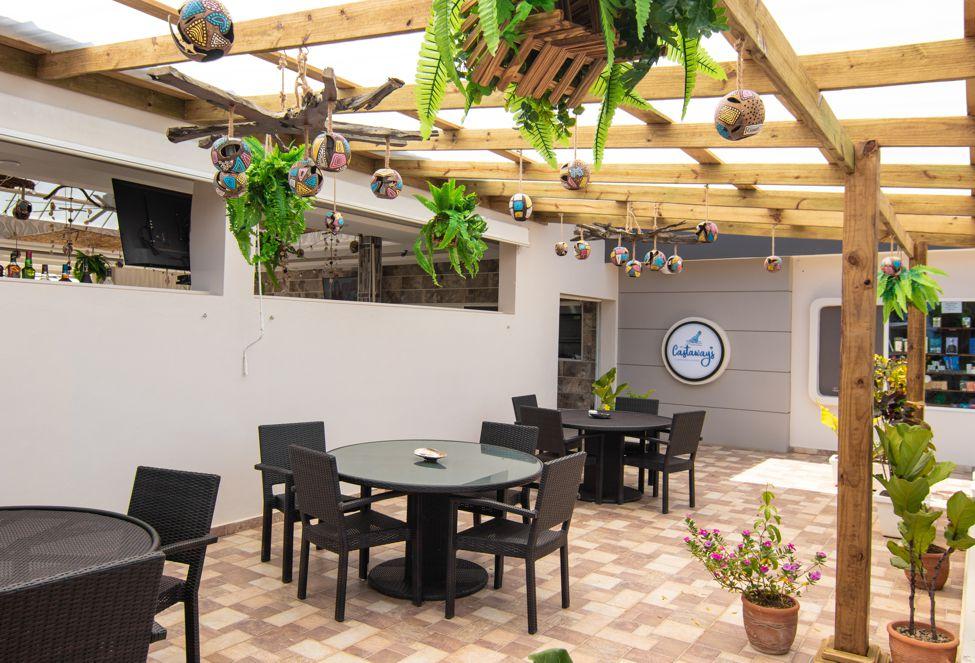 Castaways Restaurant in Casa Linda Villas