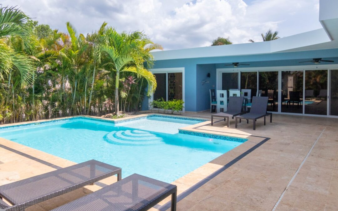 Green Gardens and Paradise with Casa Linda